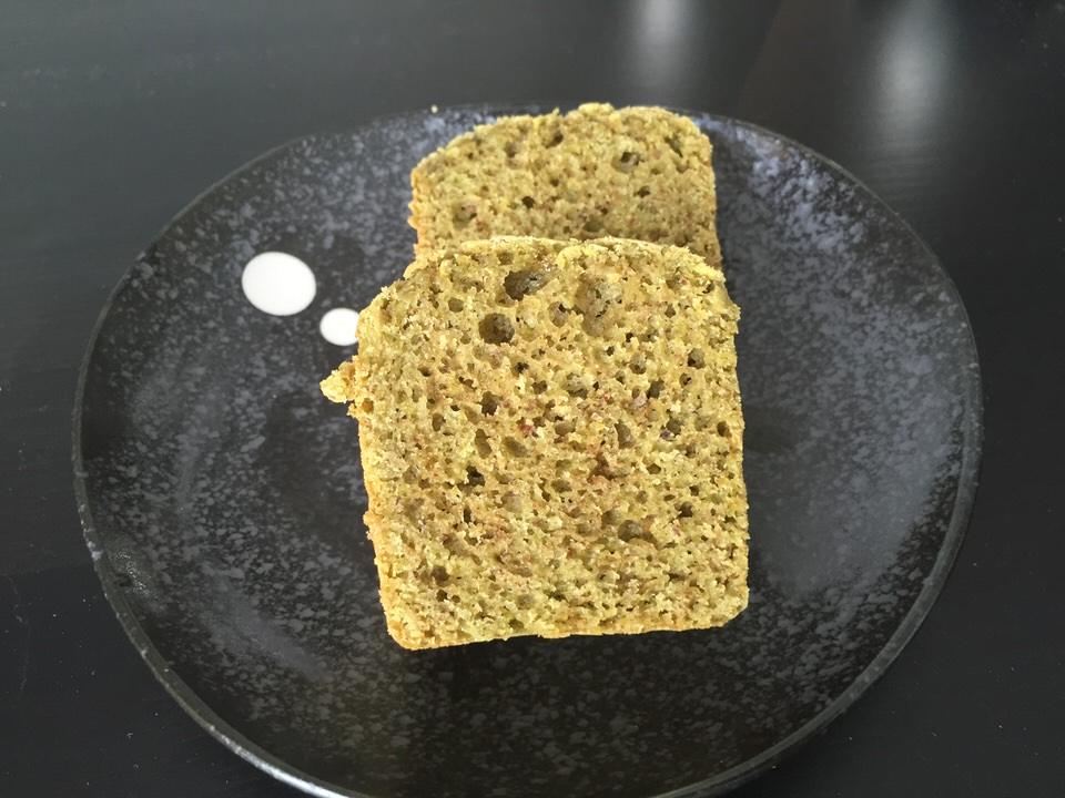 Un cake qui marie harmonieusement la douceur de la pistache, et la légère amertume du Thé matcha... Un régal !!