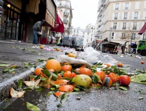 Notre production d'ordures ménagères a doublé en 40 ans. Chaque français en consomme ainsi 458 kg chaque année dont 79 de déchets alimentaires, parmi lesquels 20 à 30 kg sont évitables.