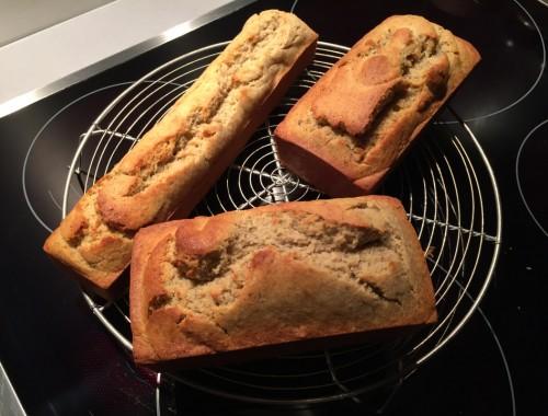 Un cake moelleux et léger au bon goût de banane. Rapidement préparé, ll permet de recycler les bananes un peu mûres.