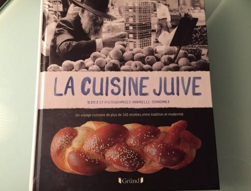Paru aux éditions Gründ, le livre d'Annabelle Schachmes est un voyage culinaire de plus de 160 recettes exprimant les différentes influences et la richesse de, ou devrait-on dire, des cuisines juives.