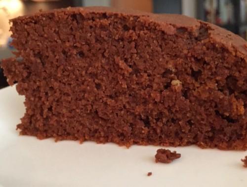 Ce gâteau chocolat potiron peut sembler original mais il est excellent. Le potiron se marie à merveille avec le chocolat et apporte une texture ultra légère au gâteau.