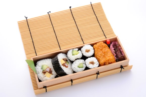 L'Ekiben Mako Sukeroku, maki et tofu frit