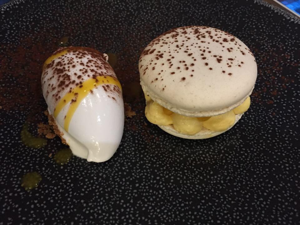 macaron crémeux passion, brunoise de mangue, sorbet coco citronnelle