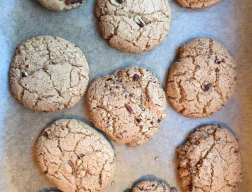 Je vous livre ici la recette des cookies de Cédric Grolet, le talentueux chef pâtissier de l'hôtel Le Meurice rue de Rivoli à Paris. J'ai légèrement modifiée la recette pour vous faciliter sa réalisation. À vous de pâtissier et de vous régaler.
