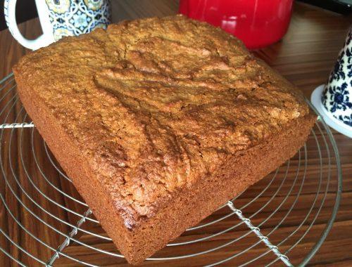 Envie d'un gâteau moelleux à la délicate saveur d'orange, celui ci devrait vous plaire ! Assez simple à réaliser il se déguste aussi bien chaud que froid !
