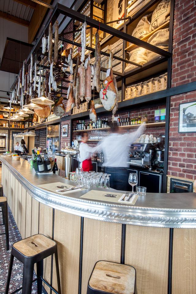 Le magnifique bar de la Cantine Rungis