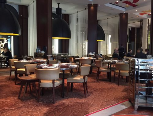 Le Chef Nobuyuki Matsuhisa a ouvert son premier restaurant français, au mois de mars 2016 dans le cadre du prestigieux hôtel « Le Royal Monceau ».