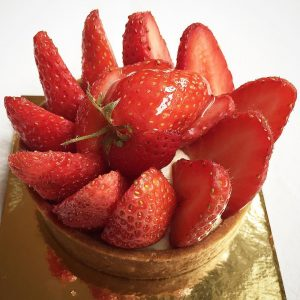 Simple bon de saison tarteauxfraises strawberry strawberrytart pastry lovepastry lovesweetshellip