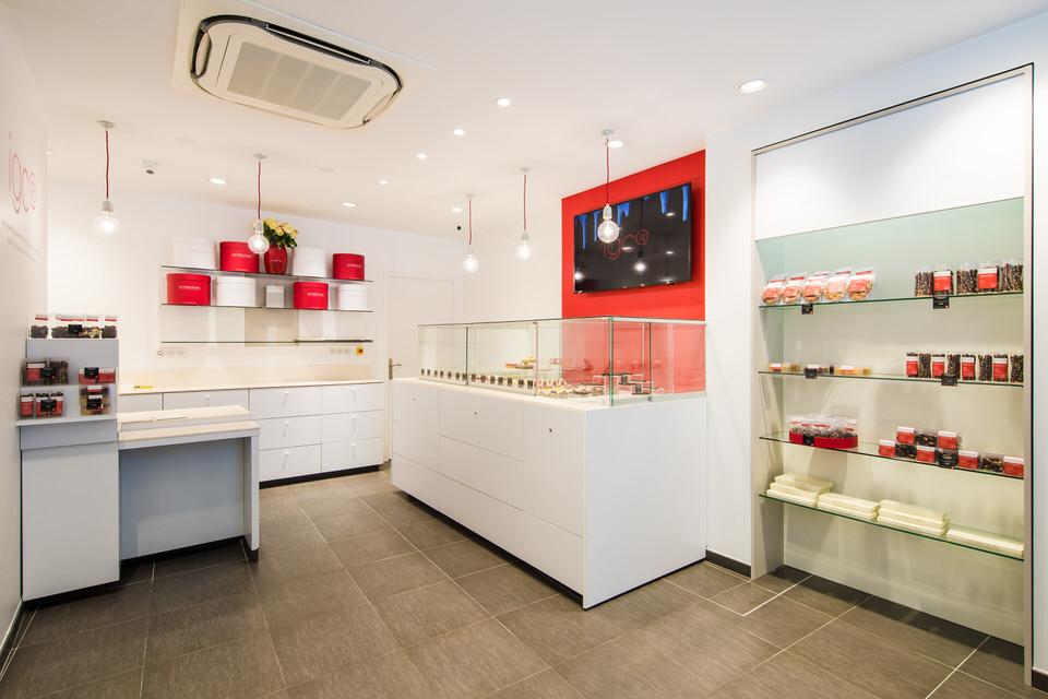 Un peu plus d'un an après l'ouverture de la première boutique rue Monge, Alixe Bornon s'installe dans le 17ème arrondissement pour permettre aux parisiens de la rive droite de laisser libre cours à leurs envies gourmandes