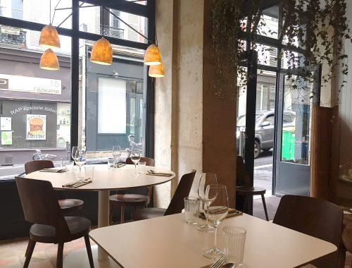Après l'ouverture en 2011 du restaurant la Machine à coudes à Boulogne Billancourt, l'autodidacte Thomas Benady s'installe au cœur du 9ème arrondissement avec Orties