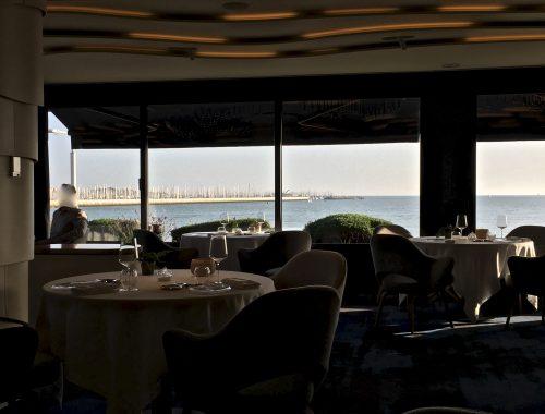Le restaurant de Christopher Coutanceau à la Rochelle a ré-ouvert le 10 février 2017 complètement métamorphosé après quatre semaines de travaux, il appartient assurément aujourd'hui aux plus beaux établissements de l'hexagone