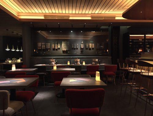 Oublié le Spoon des années 2000, table fusion du très chic 8ème arrondissement. Alain Ducasse ouvre à la bourse la version 2 d'une table qui devrait vite connaître le succès