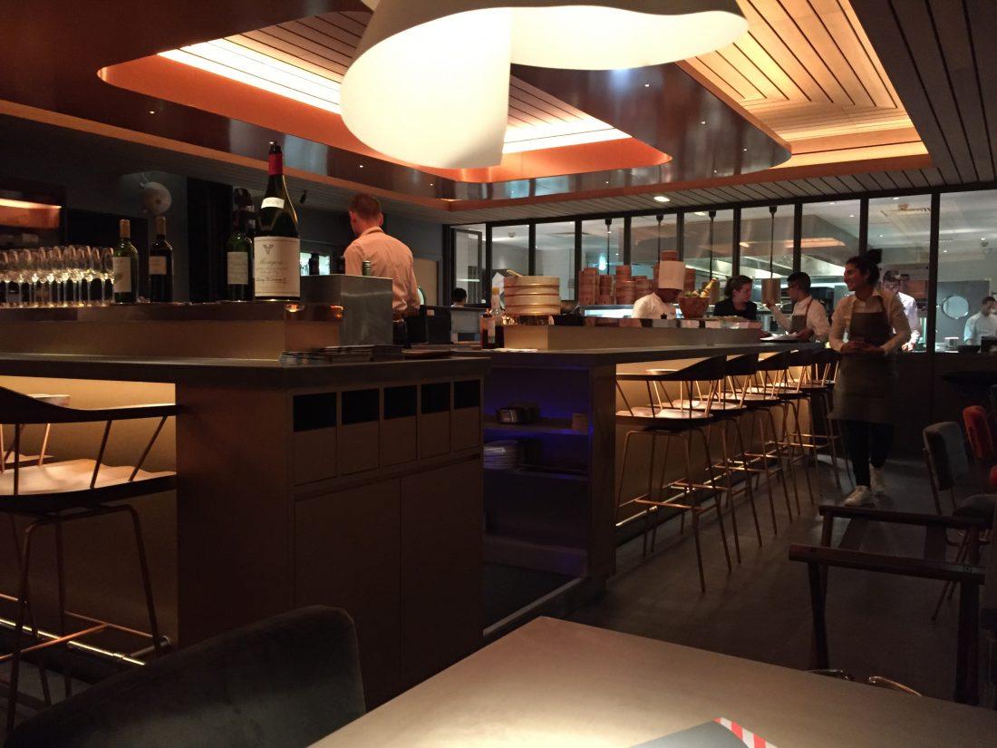 Le bar et la cuisine ouverte ©mtanguy