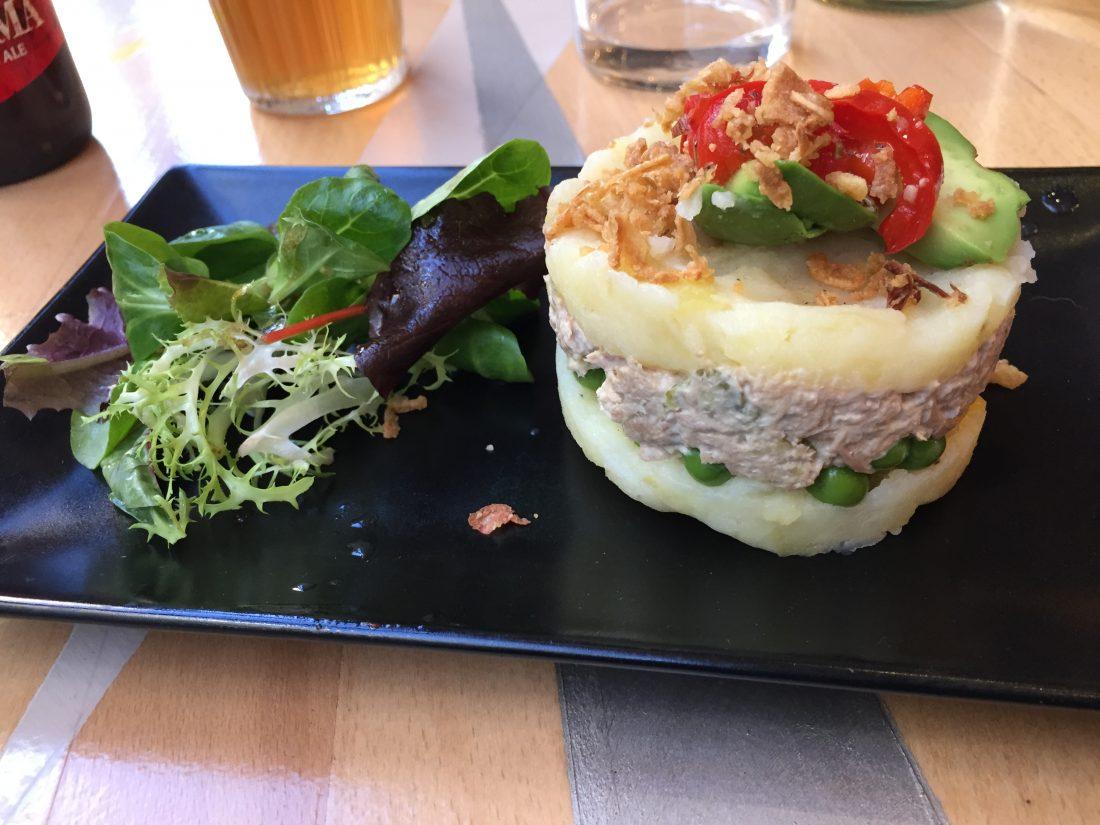 Causa lima, écrasé de pomme de terre et crème de thon.  ©mtanguy