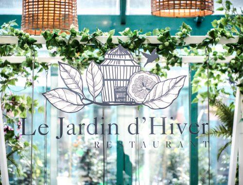 Le patio du Westin Paris Vendôme, incontournable spot de l'été, a décidé cet hiver de conserver sa terrasse mais dans une ambiance jardin d'hiver des plus réussie