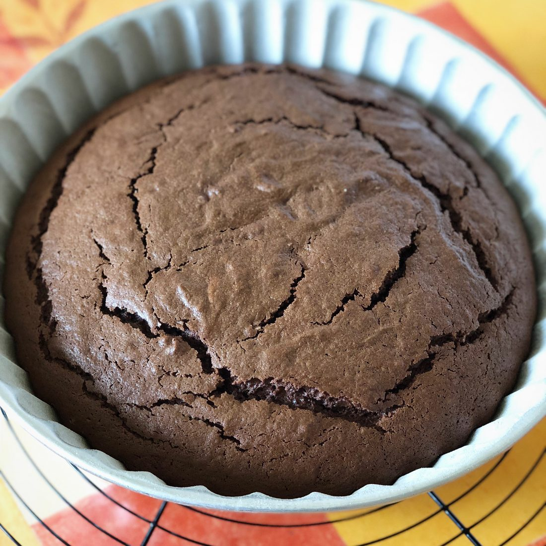 Voici un gâteau au chocolat ultra simple à réaliser et qui fera le bonheur de vos goûters !!