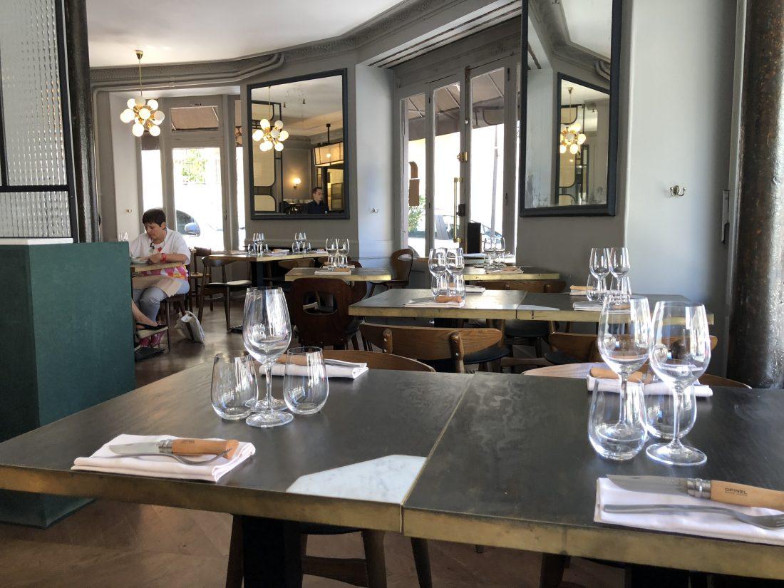 C'est à deux pas du métro Saint Marcel et de la Pitié Salpêtrière, que le chef du restaurant ANTOINE, une étoile au guide Michelin, ouvre sa troisième adresse...