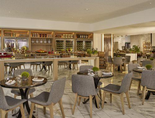 MAYOest le nom donné au nouveau restaurant de l'hôtel Hyatt Regency, porte Maillot à Paris. Un espace de restauration nouvelle génération, voulu comme un véritable lieu de vie