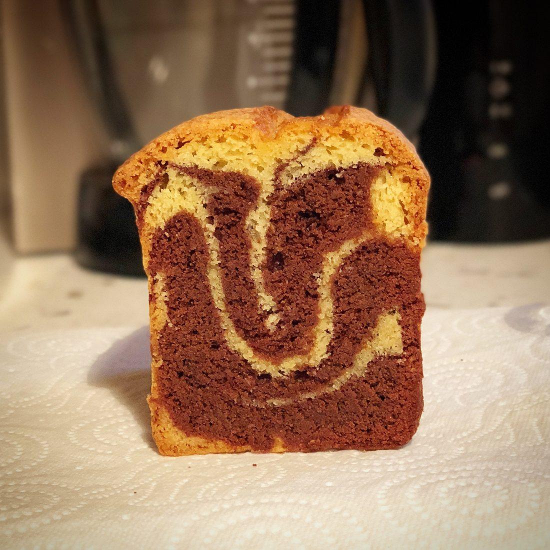Voici une recette de cake marbré ultrasimple, sans blancs montés, mais néanmoins moelleux et savoureux...