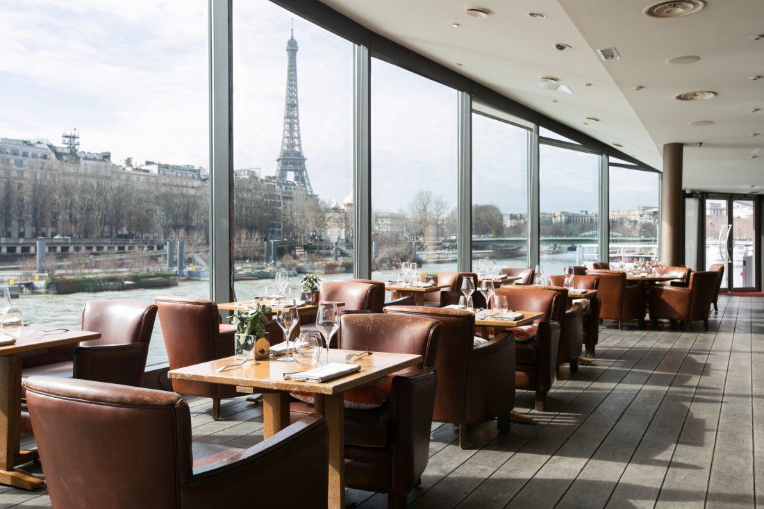 Longtemps réservé à quelques privilégiés, le restaurant situé dans l'imposante structure de l'embarcadère des bateaux mouches, accueillent désormais le grand public. Bienvenu au Club